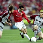 Ryan Giggs of Manchester United and Steffan Effenberg of Bayern Munich