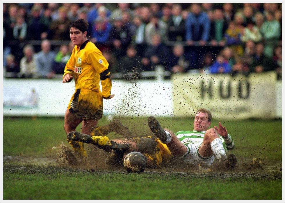 Lotta nel fango durante Dorking-Plymouth Argyle, F.A. Cup 1992