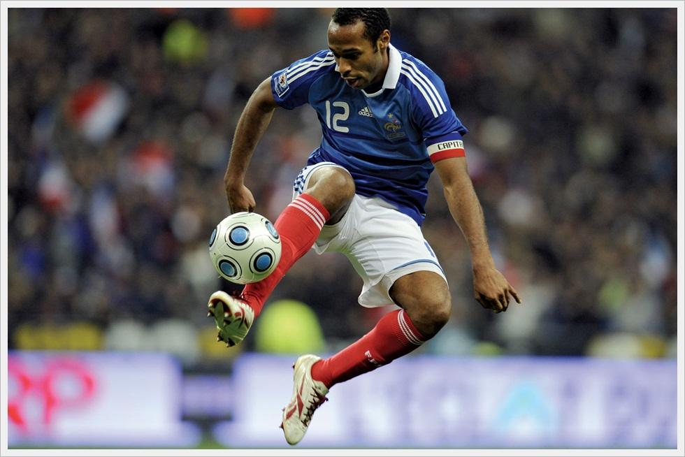 Acrobazia di Thierry Henry in Francia-Austria 3-1 del 14/10/2009