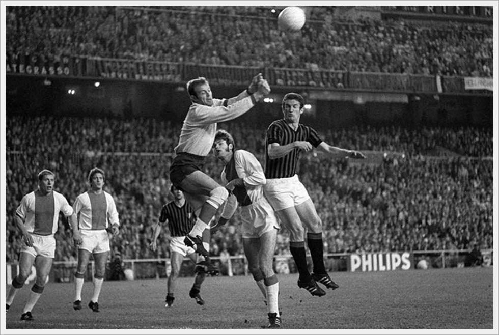 28 Maggio 1969, finale Coppa Campioni: Milan-Ajax 4-1. Bals in uscita su Sormani