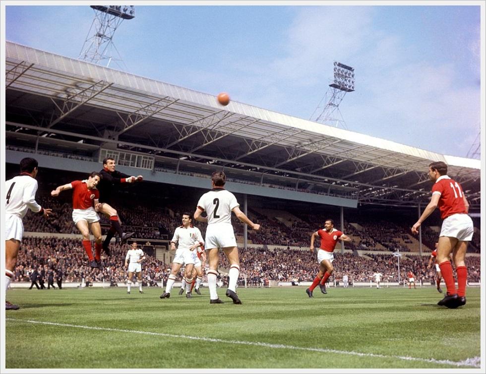 22 maggio 1963 - Milan- Benfica 2-1: Ghezzi in uscita su José Augusto