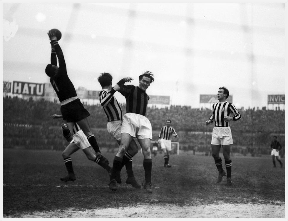 Nils Liedholm in un Juventus-Milan  del dicembre 1952