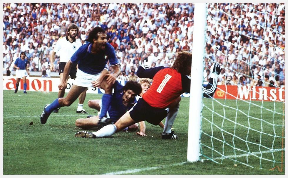 Paolo Rossi batte Schumacher nella finale mondiale di Spagna '82