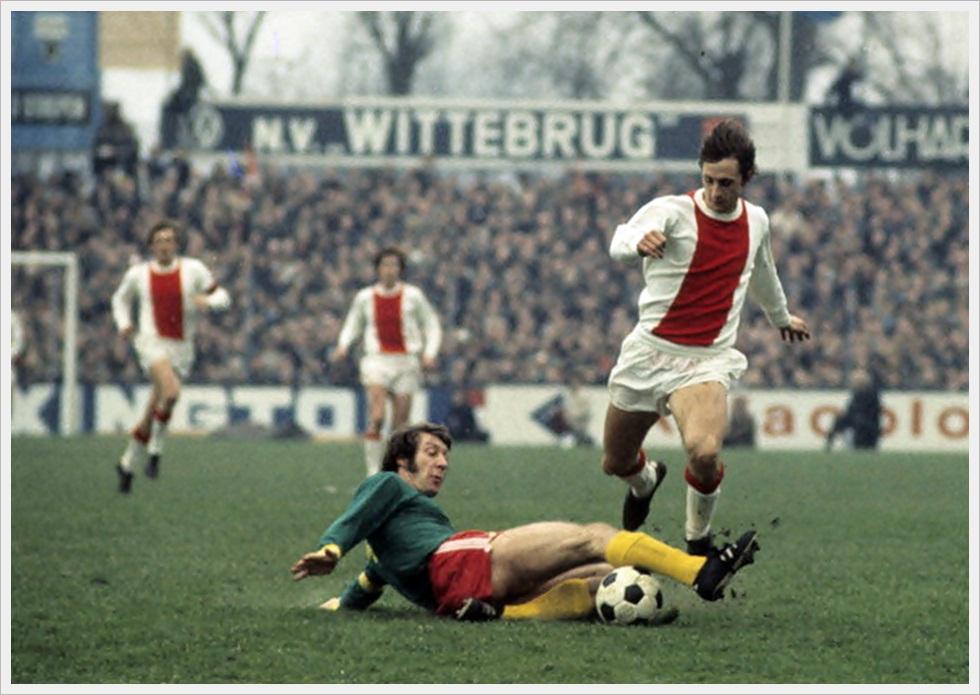 Johann Cruijff in azione durante Den Haag-Ajax, gennaio 1972