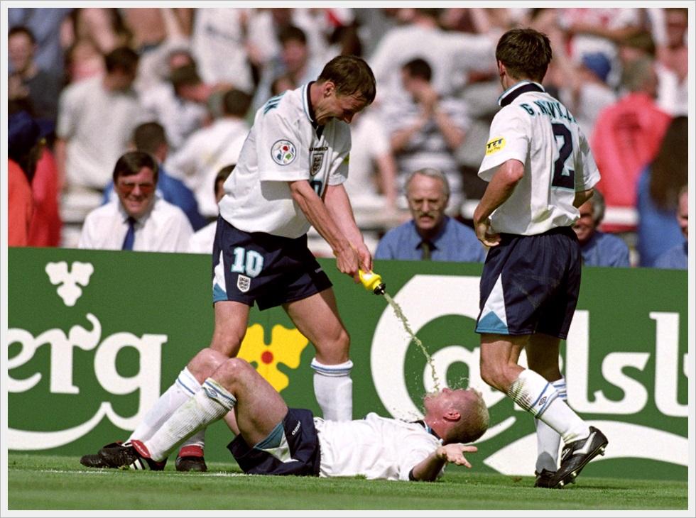 Sheringham innaffia Gascoigne a Euro 1996