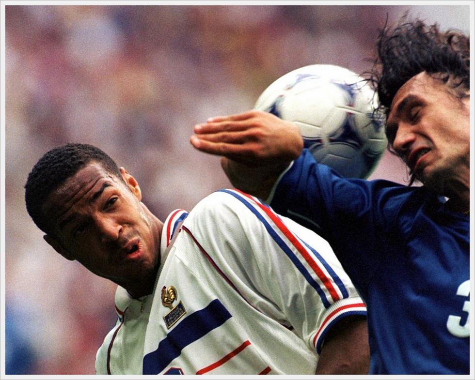 Mondiali 1998, Francia-Italia 0-0 (4-3 d.c.r.) - Duello aereo tra Thierry Henry e Paolo Maldini