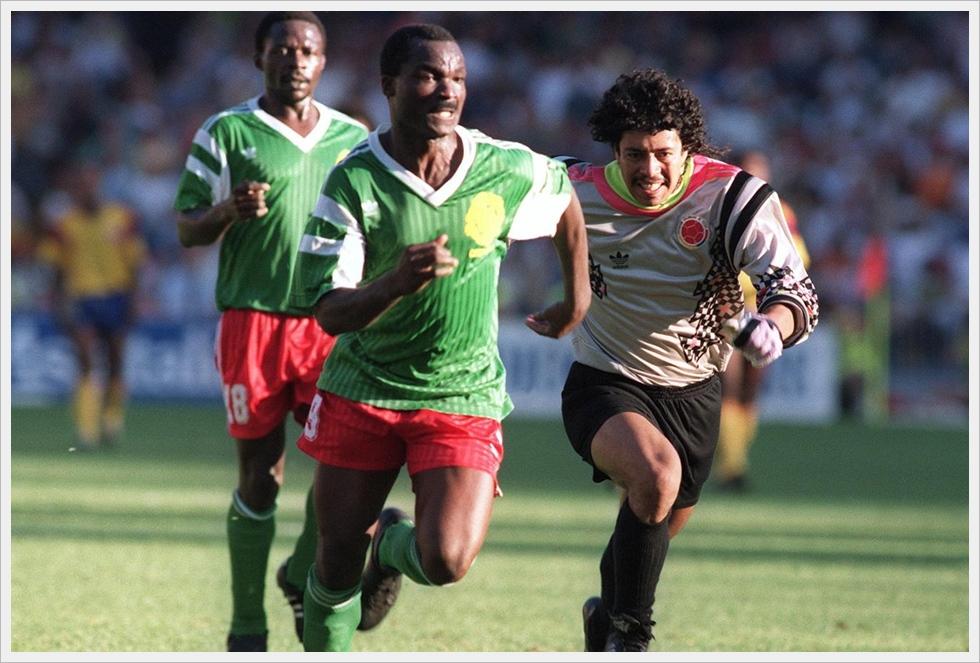 1990, Camerun-Colombia: l'inutile rincorsa di Higuita su Roger Milla