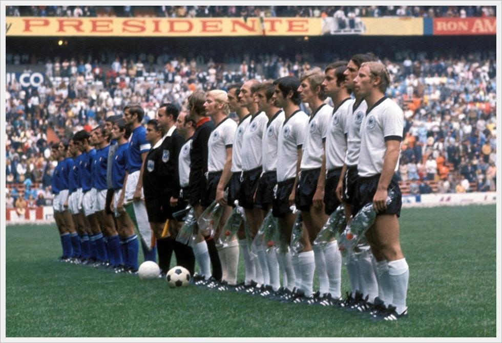 17 giugno 1970: Italia e Germania Ovest schierate prima del match del secolo
