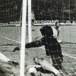 Juventus – AEK Atene 4-1, andata semifinale Coppa Uefa, Bettega finisce in rete dopo il goal finale