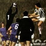 Juventus – Athletic Bilbao 1-0, Coppa Uefa 1976-77 (finale d-andata) – il portiere Iribar anticipa Bettega