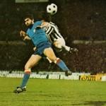 Juventus – Atletico Bilbao 1-0, finale di andata Coppa Uefa 1976-77, duello aereo tra Guisasola e Boninsegna
