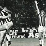 Juventus – Manchester City 2-0, ritorno 32simi Coppa Uefa, Boninsegna festeggiato dai compagni dopo il goal
