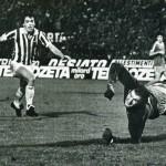 Juventus – Manchester City 2-0, ritorno 32simi Coppa Uefa, il portiere Corrigan inutilmente proteso in tuffo viene battuto dal tiro di Scirea