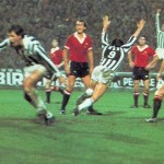 Juventus – Manchester United 3-0, Coppa Uefa 1976-77, i bianconeri esultano dopo il goal del 2-0