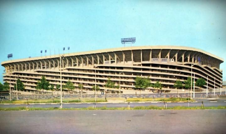 Tipica immagine di San Siro anni 60 con la nuova struttura elicoidale esterna