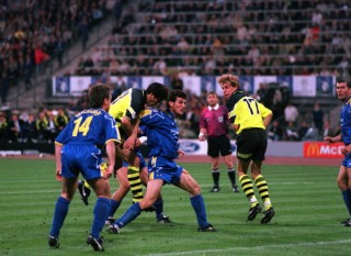 Football. UEFA Champions League Final. Munich, Germany. 28th May 1997. Borussia Dortmund 3 v Juventus 1. Borussia Dortmund's Karlheinz Riedle (centre) heads his side's second goal.