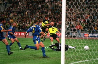 Football. UEFA Champions League Final. Munich, Germany. 28th May 1997. Borussia Dortmund 3 v Juventus 1. Borussia Dortmund's Karlheinz Riedle (centre) scores his side's first goal.