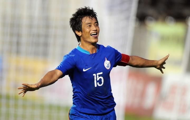 Baichung Bhutia è stato il primo calciatore indiano a giocare in una squadra professionistica europea (nel Bury dal 1999 al 2002).