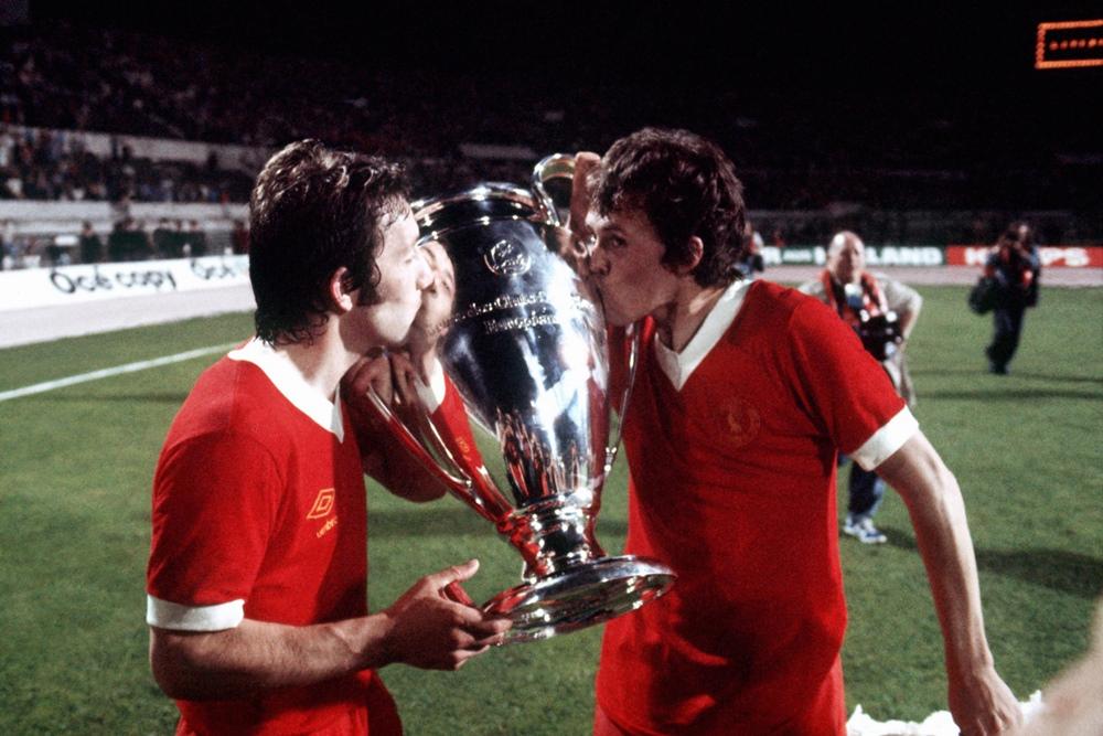 Case e Neal baciano la prima Coppa del Liverpool