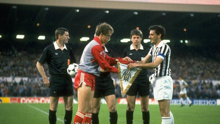 Phil Neal e Gaetano Scirea prima del match