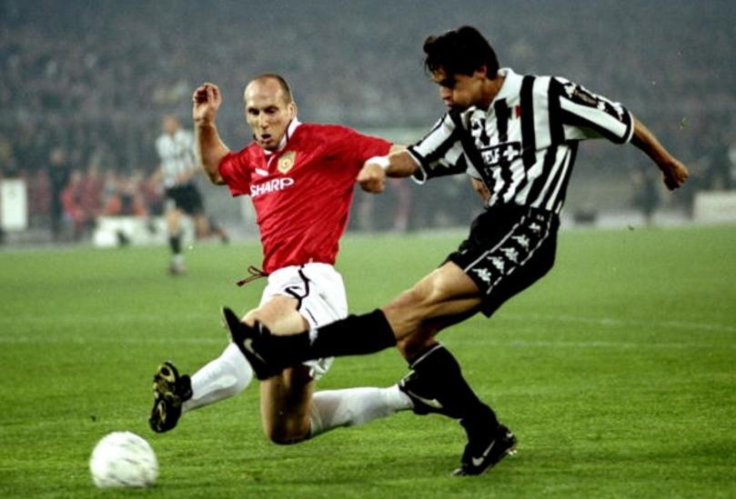 Anche la Juventus si arrende al Manchester. Sopra, la rete di Inzaghi nel match giocato a Torino