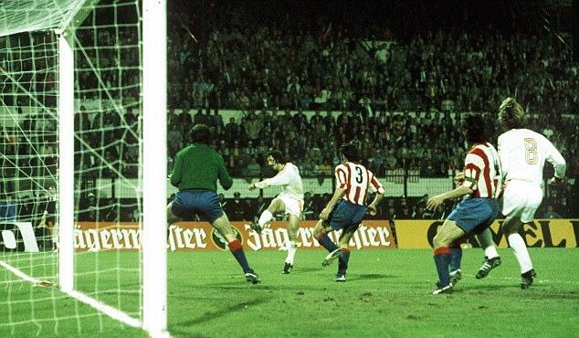 Gerd Muller è spietato nella ripetizione: due gol per lui e il titolo di capocannoniere