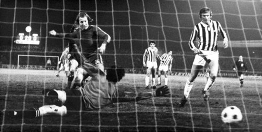 Semifinale di andata tra Twente e Juventus. Jan Jeuring realizza la rete dell'1-0