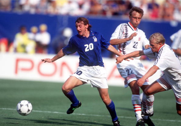 1994 World Cup Finals. New Jersey, USA. 23rd June, 1994. Italy 1 v Norway 0. Italy's Giuseppe Signori gets away from Lars Bohinen and Alf Inge Haaland of Norway