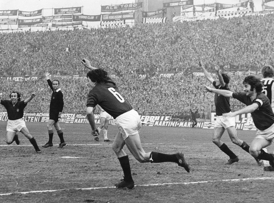 Campionato 1971/72, Torino-Juventus-2-1: Agroppi esulta dopo il goal della vittoria