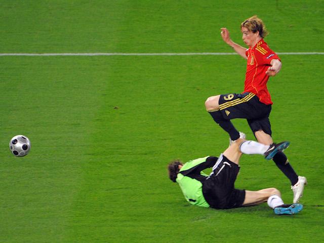 Fernando Torres realizza la rete che decide il match