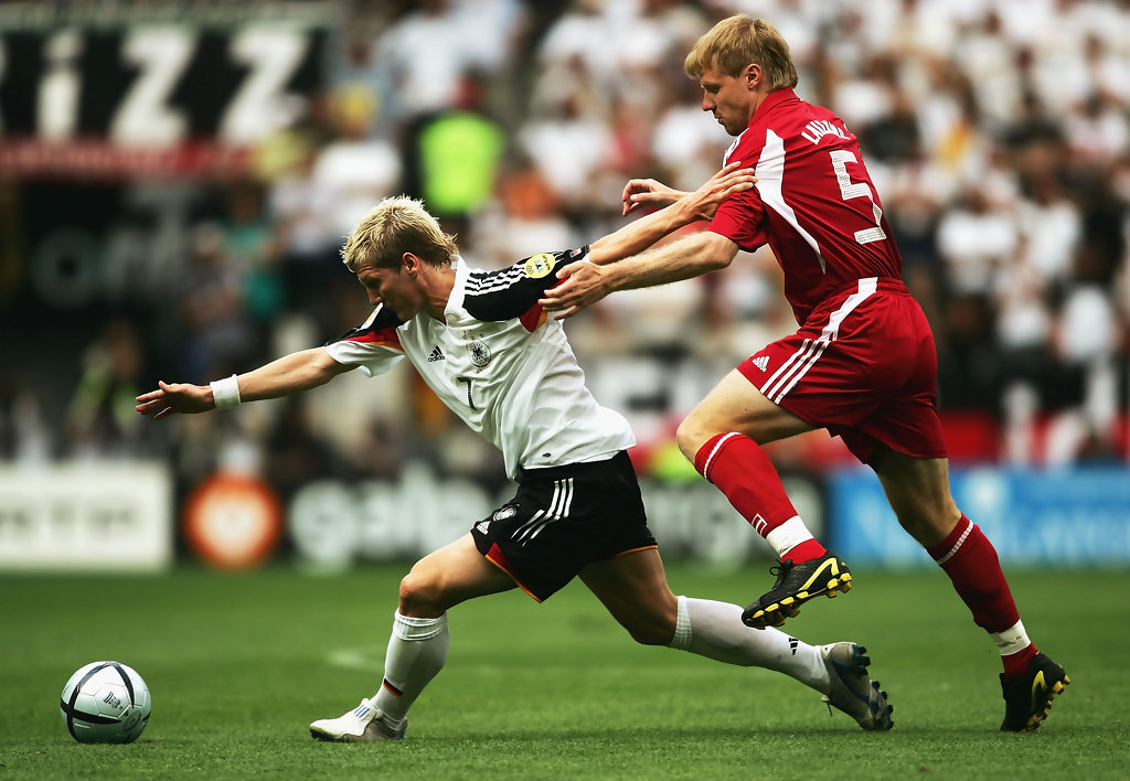 Bastian Schweinsteiger e Juris Laizans in Germania-Lettonia 0-0