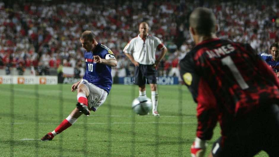 Il rigore di Zidane decide al 93' il match tra Francia e Inghilterra