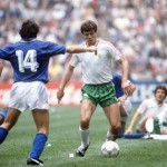 1986 World Cup Finals, Azteca Stadium, Mexico, 31st May 1986, Italy 1 v Bulgaria 1, Italy's Antonio De Gennaro challenges Bulgaria's Nasko Sirakov for the ball