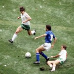 1986 World Cup Finals, Azteca Stadium, Mexico, 31st May 1986, Italy 1 v Bulgaria 1, Italy's Alessandro Altobelli causes problems for Bulgaria's Radoslav Zdravkov (L) and Sadkov