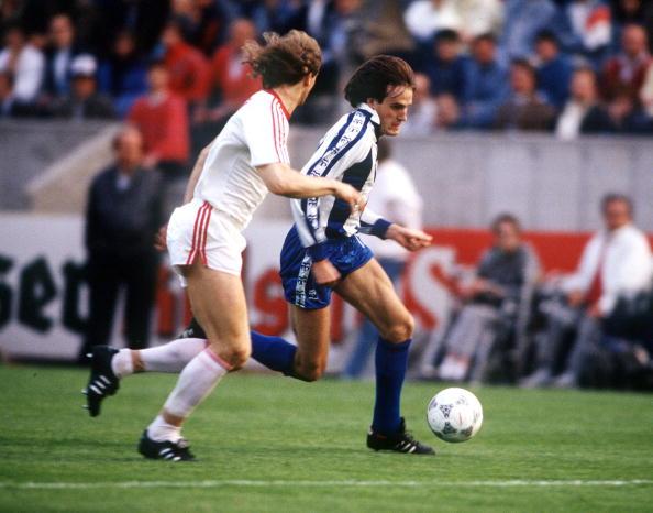 El Once ideal de futbolistas españoles en el chiringuito Popuhead. - Página 5 1987-88-BAYER-LEVERKUSEN-79047534
