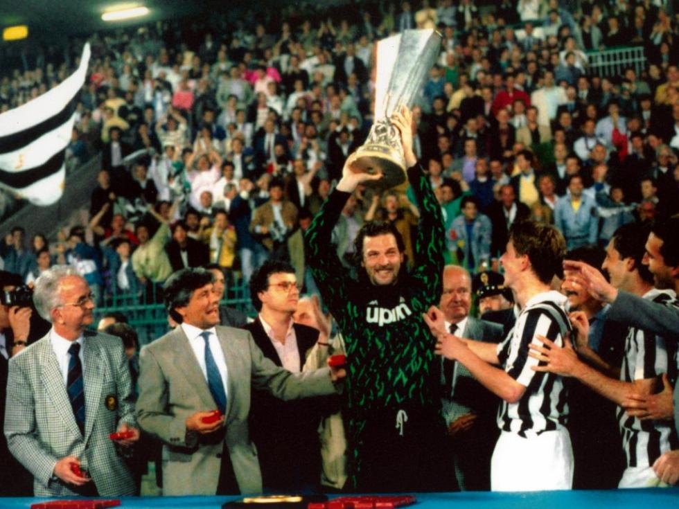 20140326192106!Juventus_-_Coppa_UEFA_1989-1990-wp