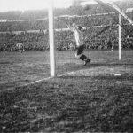 Uruguay-Argentina 4-2; il momentaneo 1-1 dell argentino Peucelle