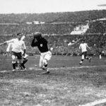 Uruguay-Perù 1-0; presa del portiere peruviano Jorge Pardon