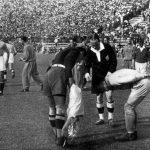 Italia-Cecoslovacchia 2-1; Combi e Planicka con l'arbitro Eklind