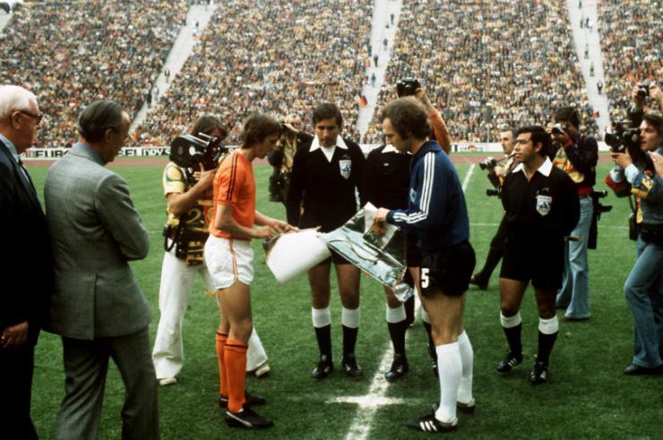 final-1974-cruyff-beckenbauer-wp