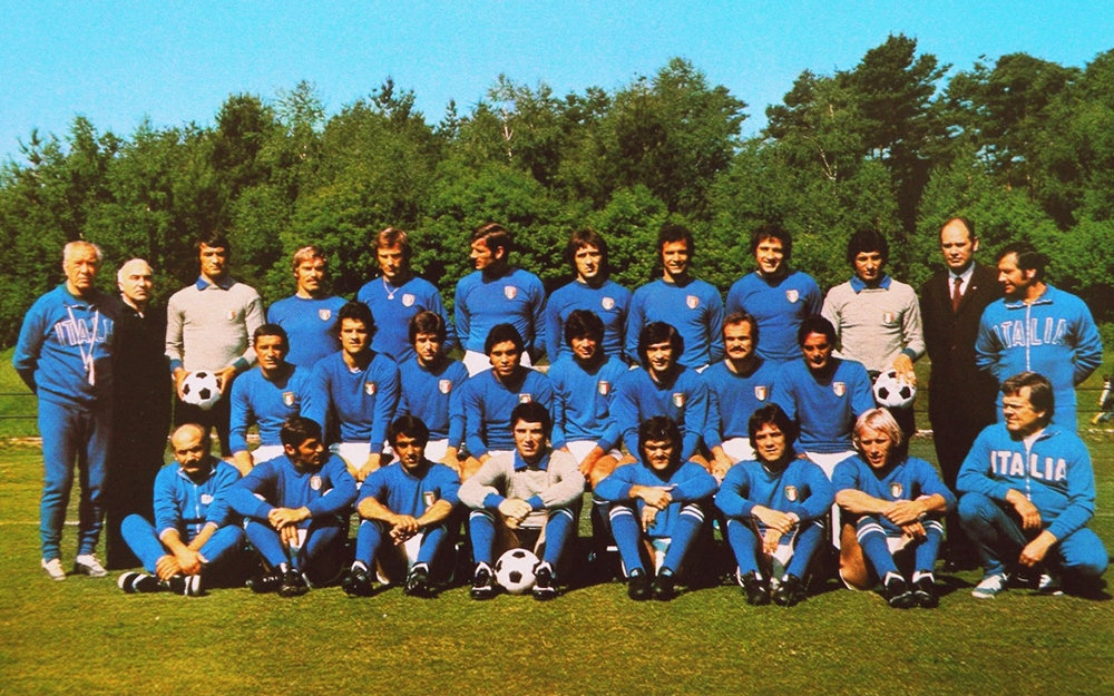italy-team-1974-cdhbbw-wp