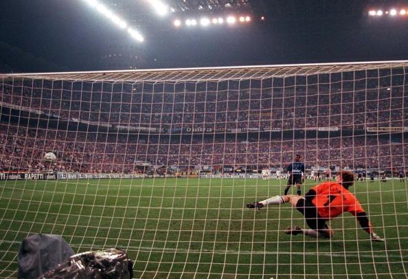 FUSSBALL: UEFA CUP Finale/INTER MAILAND