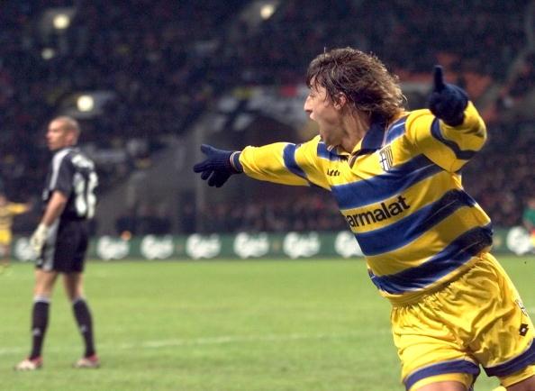 Parma's forward Hernan Jorge Crespo (R) jubilates