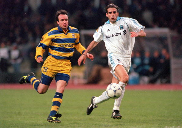 Football. 1999 UEFA Cup Final. Moscow. 12th May, 1999. Parma 3 v Marseille 0. Parma's Abel Balbo in a race for the ball with Marseille's Pierre Issa.