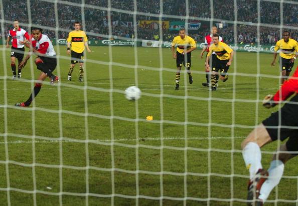 FUSSBALL: UEFA CUP FINALE 2002 FEYENOORD ROTTERDAM