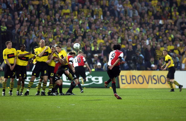 PF Football. UEFA Cup Final. Rotterdam. Holland. 8th May 2002. Feyenoord 3 v Borussia Dortmund 2. Feyenoord's Pierre Van Hooijdonk takes a free kick.