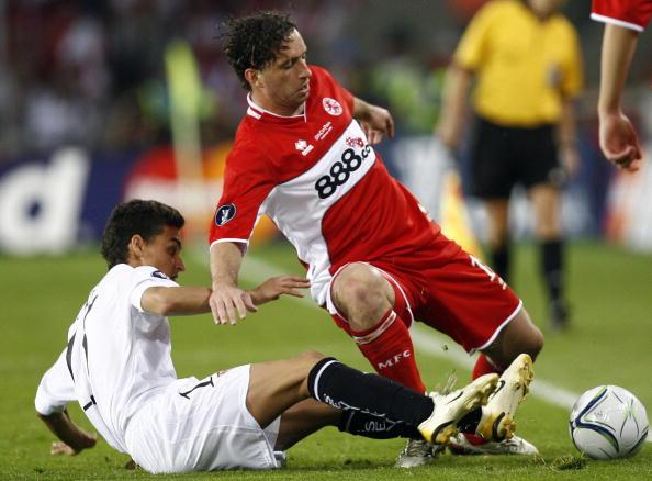 Sevilla's Spanish forward Jesus Navas (L