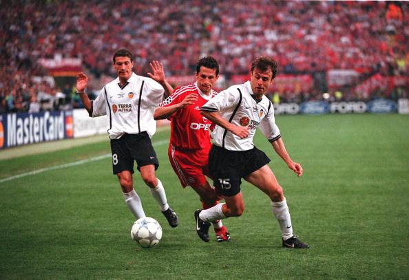 Football. UEFA Champions League Final. Milan, Italy. 23rd May 2001. Bayern Munich 1 v Valencia 1. (Bayern win 5-4 on penalties). Valencia's Amedeo Carboni, right, is put under pressure by Bayern Munich's Hasan Salihamidzic, as Kily Gonzalez looks on.