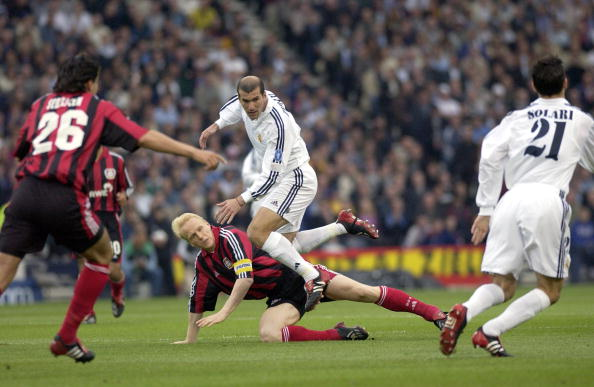 PF Football. UEFA Champions League Final. Hampden Park, Glasgow. 15th May 2002. Real Madrid 2 v Bayer Leverkusen 1. Real Madrid's Zinedine Zidane tangles with Leverkusen's Carsten Ramelow.