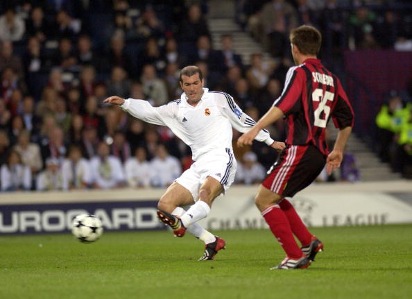 PF Football. UEFA Champions League Final. Hampden Park, Glasgow. 15th May 2002. Real Madrid 2 v Bayer Leverkusen 1. Real Madrid's Zinedine Zidane passes the ball.